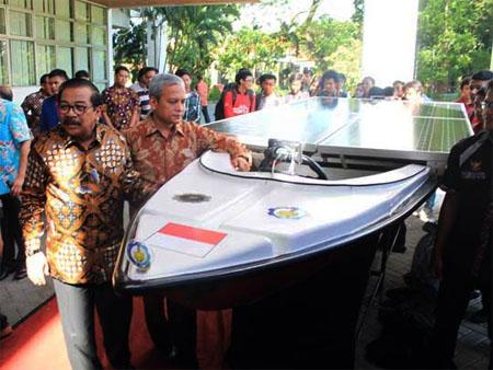 kapal tenaga surya its jalapatih